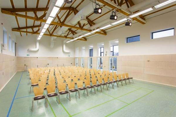 gemeindehalle-0995C6E992-CCD9-AA27-9727-A193BBB7315A.jpg
